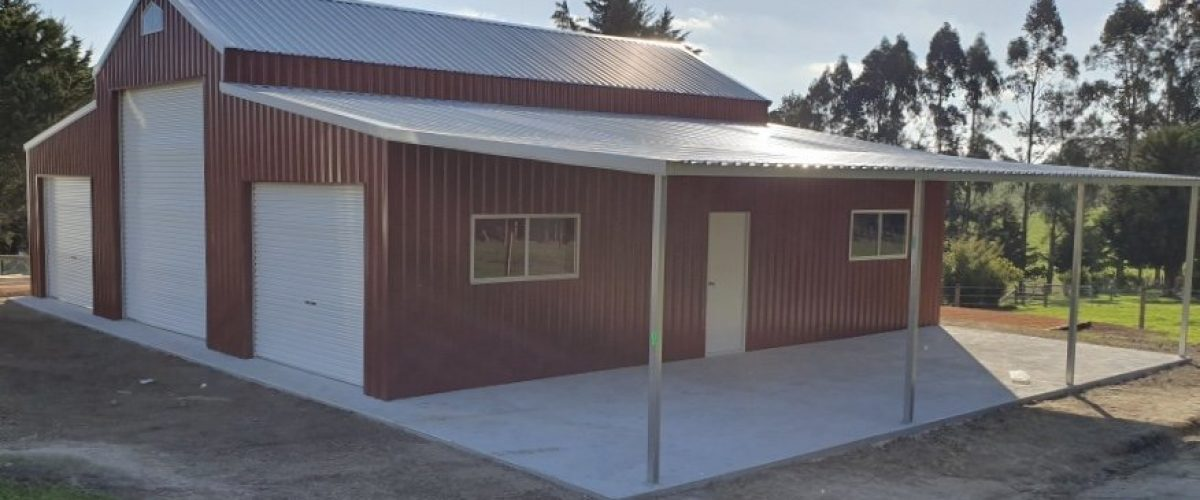 Traditional barn with open side awning
